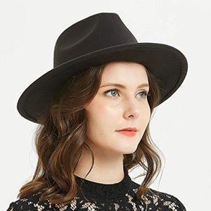 Accessories - Wide brimmed black felt hat